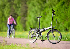 在路的自行车 免版税图库摄影