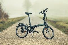 在路的自行车! 图库摄影