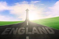 在路的英国词有向上箭头的 免版税图库摄影