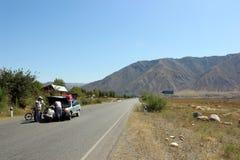在路的车祸在吉尔吉斯斯坦 免版税库存图片