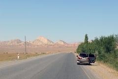 在路的车祸在吉尔吉斯斯坦 库存图片