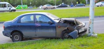 在路的车祸 免版税库存照片