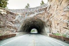在路的隧道 免版税库存照片