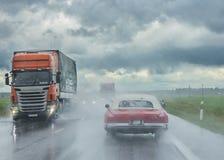 在路的雨 免版税库存照片