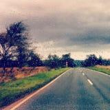 在路的雨 免版税库存图片