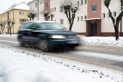 在路的雪灾难 驾车在冬天 图库摄影