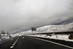 在路的雪,在韦斯卡省 库存图片