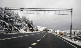 在路的雪,在韦斯卡省 免版税库存图片