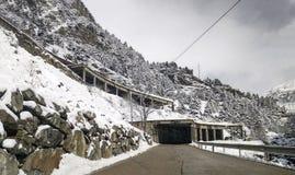 在路的雪,在韦斯卡省 库存照片