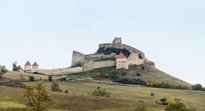 在路的14世纪建造的鲁佩亚城堡在Sighisoara和布拉索夫之间在罗马尼亚 库存图片