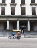 在路的Pedicab 免版税库存图片