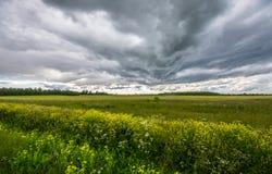 在路的Stormic天气 库存图片