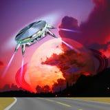 在路的UFO着陆 库存照片