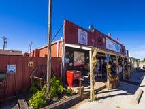 在路线66 -乡村模式的咖啡馆和吃饭的客人-斯特劳德-俄克拉何马- 2017年10月16日的美丽的回合咖啡馆 图库摄影