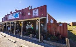 在路线66 -乡村模式的咖啡馆和吃饭的客人-斯特劳德-俄克拉何马- 2017年10月16日的美丽的回合咖啡馆 库存照片