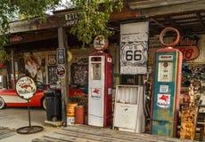 在路线66亚利桑那,美国的老加油站 免版税库存图片