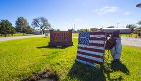 在路线66 -斯特劳德-俄克拉何马- 2017年10月16日的土气姐妹古董街道销售 库存照片