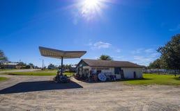 在路线66的前加油站在俄克拉何马-斯特劳德-俄克拉何马- 2017年10月16日 免版税库存图片