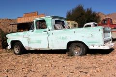 在路线66的古色古香的卡车 库存图片