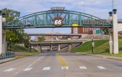 在路线66的第11座街道桥梁在土尔沙俄克拉何马-土尔沙-俄克拉何马- 2017年10月17日 免版税库存照片