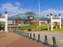 在路线66的第11座街道桥梁在土尔沙俄克拉何马-土尔沙-俄克拉何马- 2017年10月17日 免版税库存图片