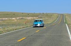 在路线66,塞利格曼,亚利桑那,美国的葡萄酒汽车 免版税库存照片