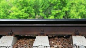 在路轨的火车轮子 特写镜头 股票视频