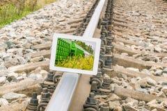 在路轨的片剂个人计算机 免版税库存图片