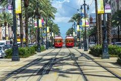 在路轨的红色台车路面电车 免版税库存照片