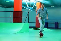 在路辗溜冰场供以人员获得乐趣 库存图片