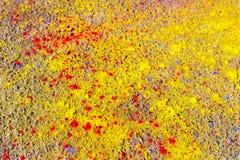 在路面溢出的颜色油漆 免版税库存照片