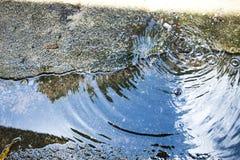 在路面的水下落 免版税库存图片
