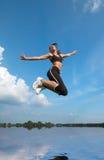 在跳的水妇女之上 免版税库存图片