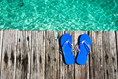 在跳船的拖鞋 免版税库存图片