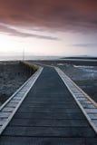 在跳船的日落在莫克姆湾 免版税库存图片
