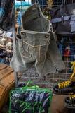 在跳蚤市场上的巴法力亚皮革裤子 库存照片