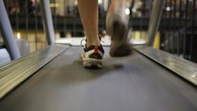 在踏车的人奔跑 股票录像