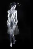 在身体被绘的模型的银色金属衣物 图库摄影