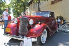 在车展的老比德跑车敞蓬车汽车 免版税库存照片