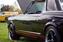 在车展的肌肉汽车 免版税库存图片