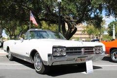 1965年在车展的Oldsmobile Starfire汽车 免版税库存图片