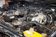 在车库的机动车修理的 图库摄影