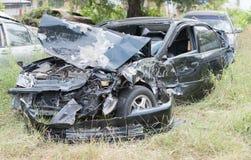 在车祸以后的损坏的车 免版税库存图片