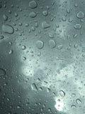 在车窗的雨 免版税库存照片