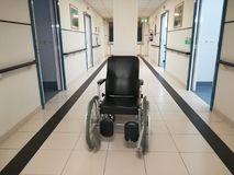 在车道的轮椅 免版税库存照片