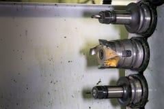 在车间转动的头的CNC有工具的 免版税库存图片