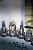 在车间转动的头的CNC有工具的 库存图片