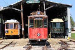 在轨道的三辆古色古香的台车,被显示在海滨台车博物馆, Kennebunk,缅因, 2016年 免版税库存照片