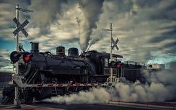 在轨道的蒸汽引擎 图库摄影