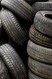 在转储的老车胎 免版税图库摄影